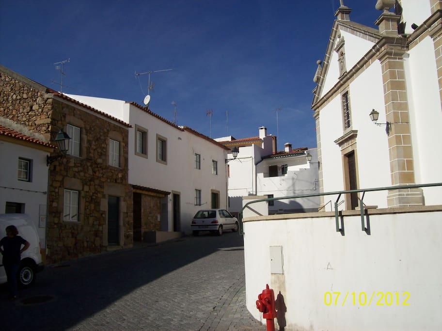 Largo da Igreja onde se enquadra a casa