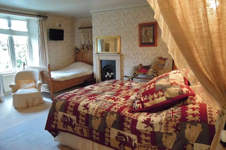 Fosse Farmhouse - The Pine Room - Nettleton - Bed & Breakfast