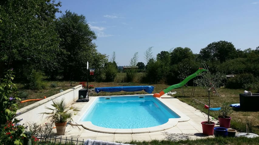 Typical nice country House + Pool - Deux-Chaises - Haus