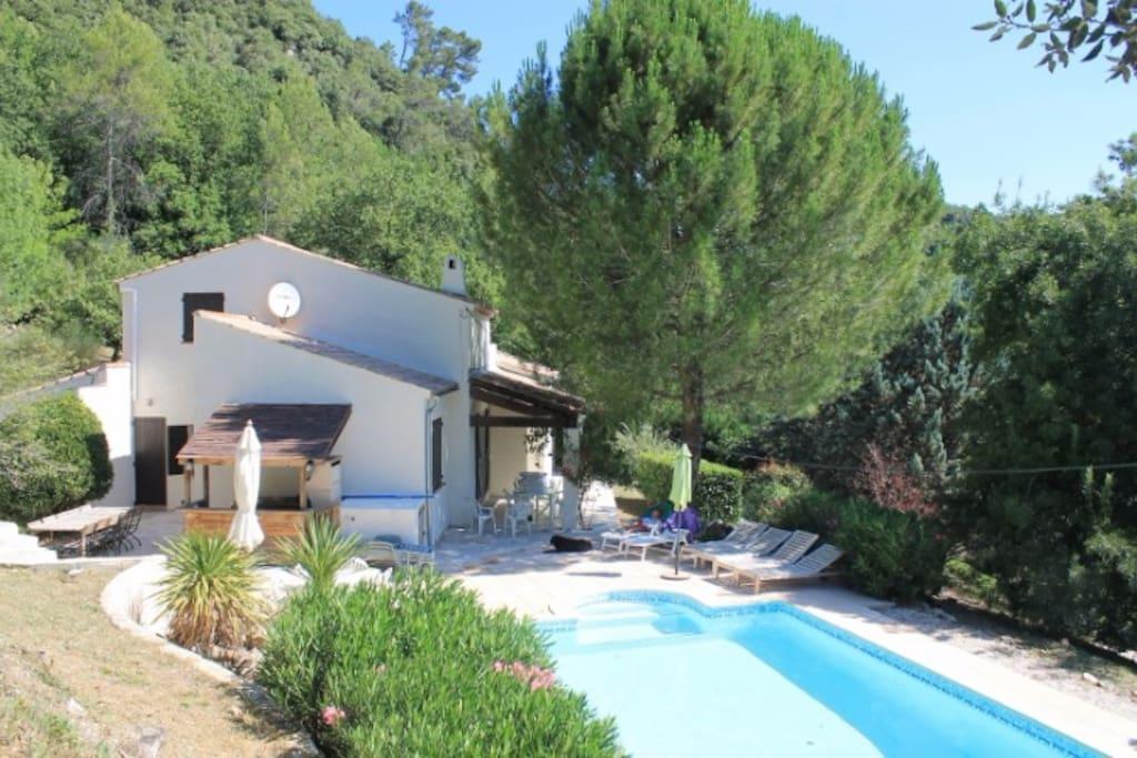 Belle villa avec piscine priv e maisons louer toulon for Villa a louer en provence avec piscine