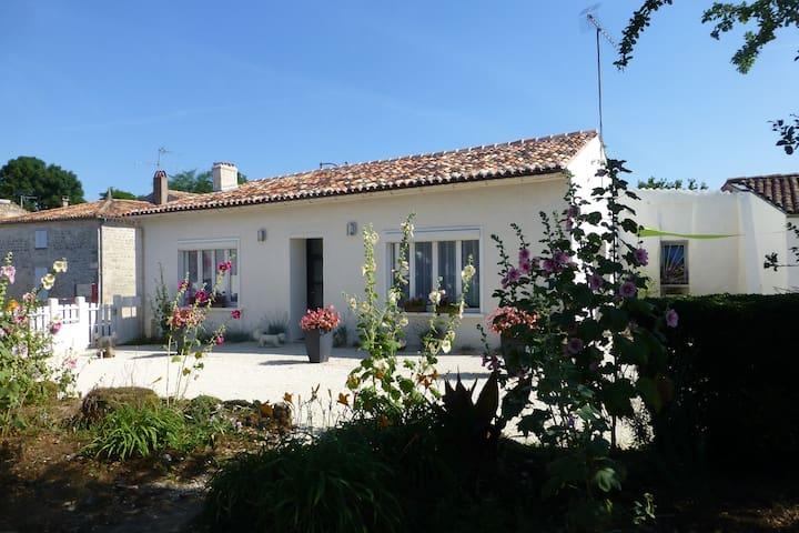 Saintongeaise entre Terre et Mer - Soulignonne - House
