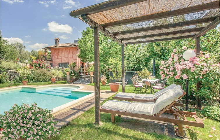 Semi-Detached with 4 bedrooms on 180 m² in Soriano nel Cimino VT