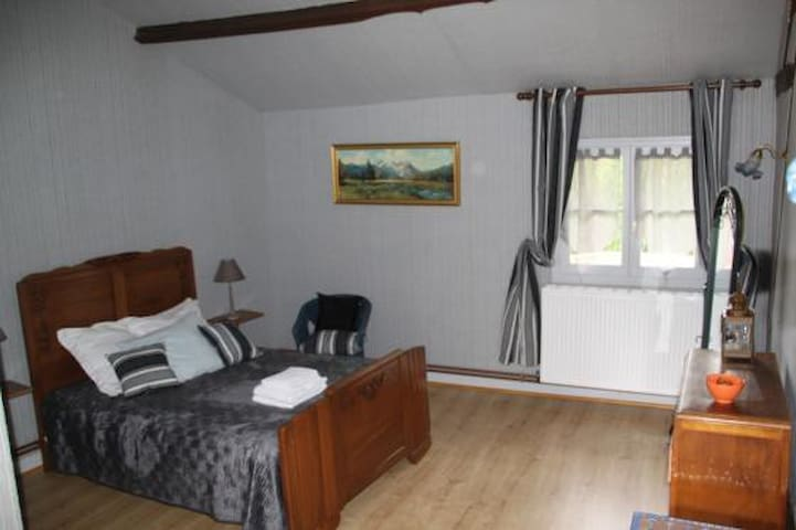 Chambre double Grise - Perreux - Bed & Breakfast