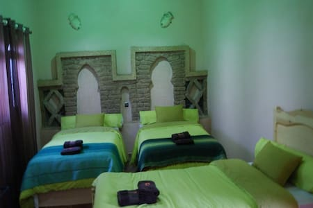 Riad Moha  Todra Room - Merzouga - Bed & Breakfast