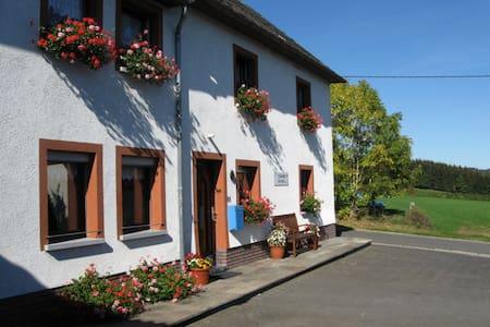 Cozy B&B in Belgian Ardennes/Eifel - Büllingen - ที่พักพร้อมอาหารเช้า