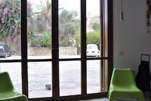questa foto mostra la vista unica e principale verso l'esterno.