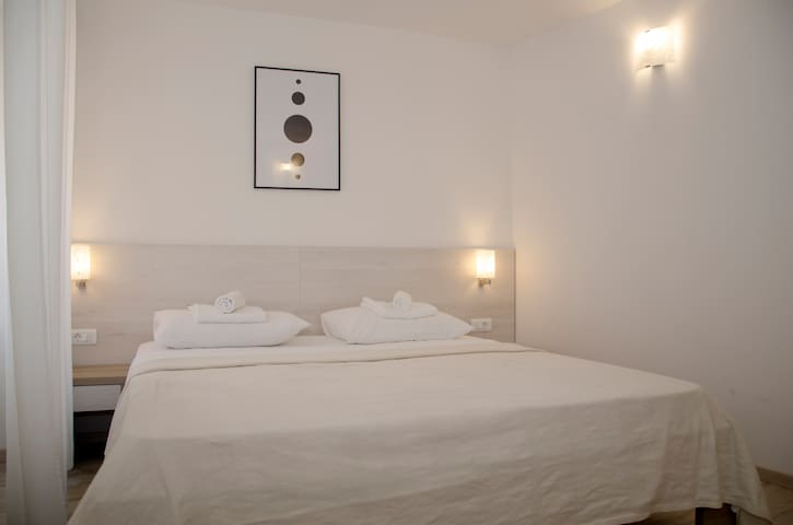 Baka Ljubica double/twin room street view Unit3