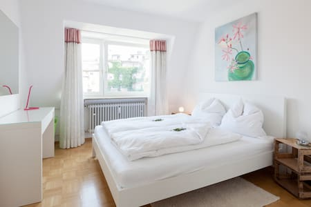 NEW: City-Apartment at Gärtnerplatz - มิวนิก