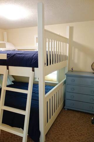 Bedroom 3 - queen bunk beds. (only 1 adult on top bunk allowed)