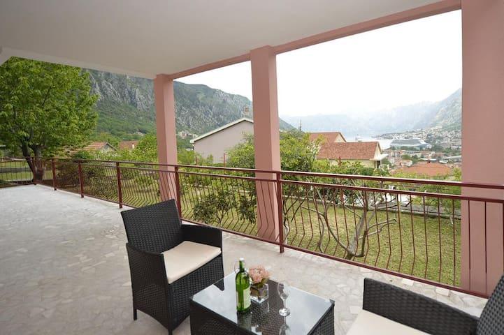 One-Bedroom Momcilo Apartment,Sea View,Free Park