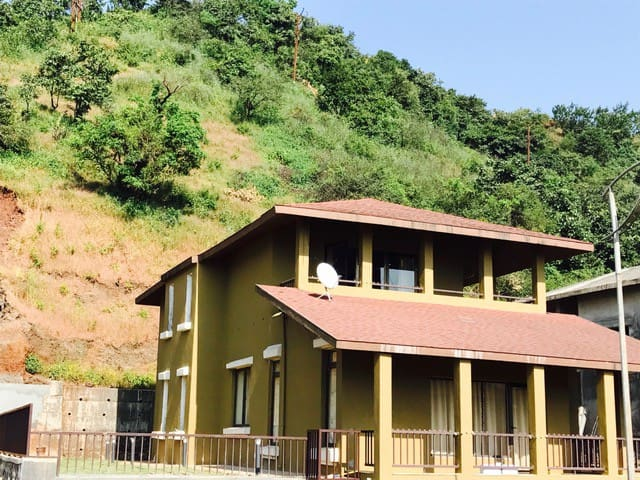 Lake View Fully Furnished 3BR Villa - Lavasa - Casa de camp