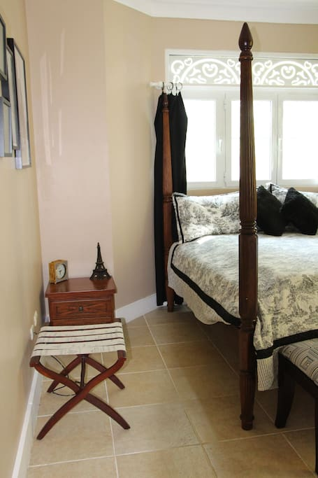 Large Bedroom with 4 poster king bed.