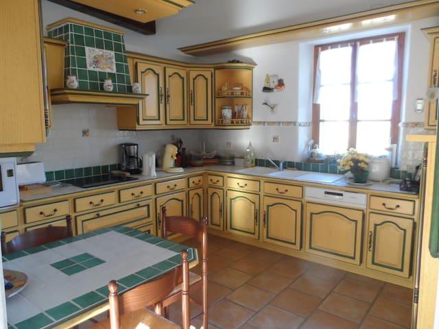 Villa avec piscine , calme et vue exceptionnelle - Montaulieu - Huis