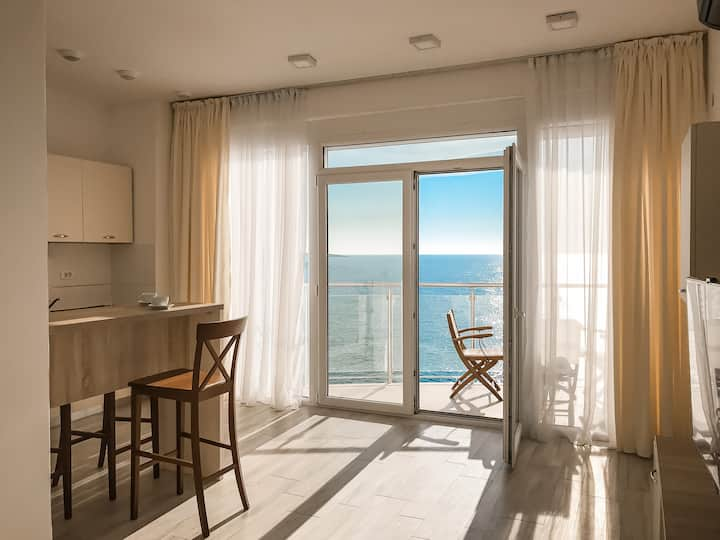 Cozy sunny apartment with sea view SkyFort А105