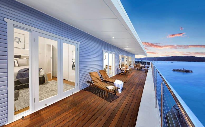Barrenjoey Beach House by Beach Stays✮✮✮✮✮