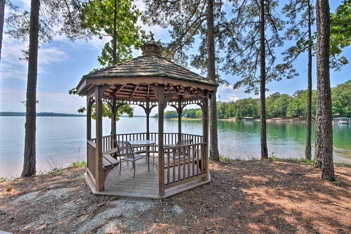 Condo on Lake Keowee w/Resort Amenities, Pool