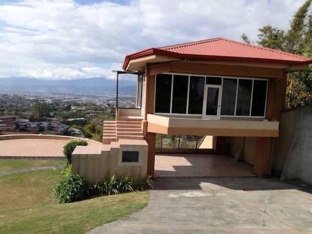 Casa de cristal con increíble vista - Escazú - Rumah