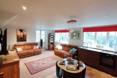 'Green Acres' riverside village accommodation