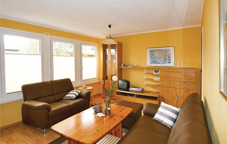 Holiday cottage with 2 bedrooms on 42 m² DMK242