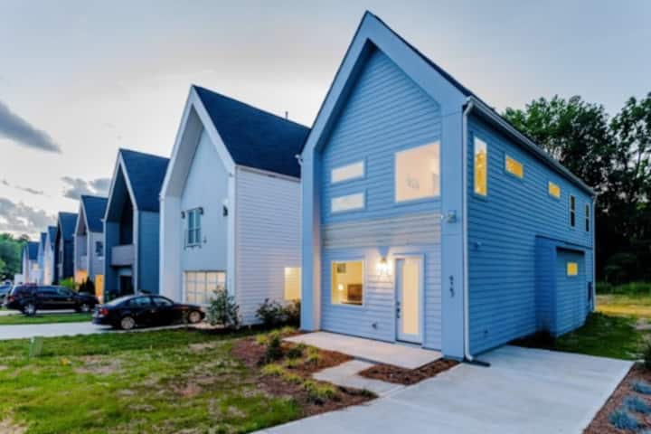 Large 4 Bedroom Modern House with 2 Master Suites