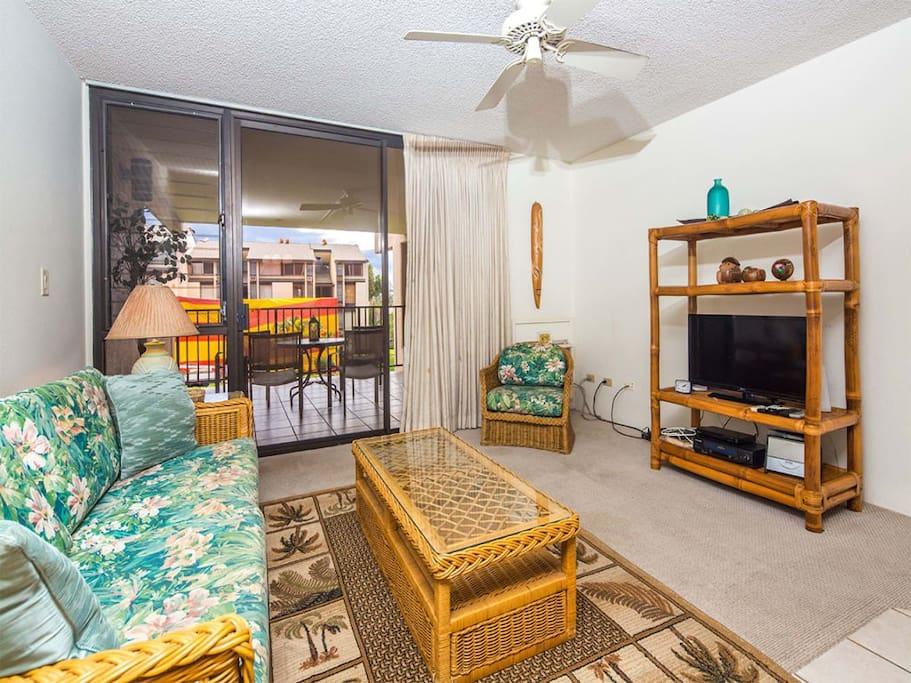 kamaole-sands-1st-8307-living-room-02.jpg