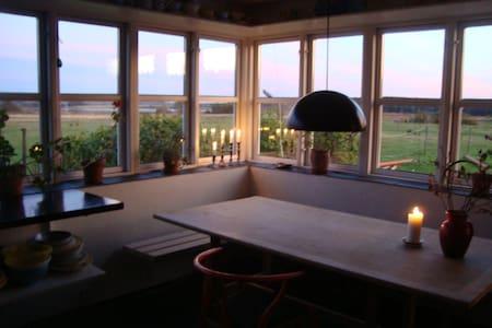 Landligt idyl - søudsigt, natur og stilhed - Hus