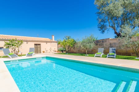 CA SES NINES - Cosy townhouse with private pool in inland Majorca.