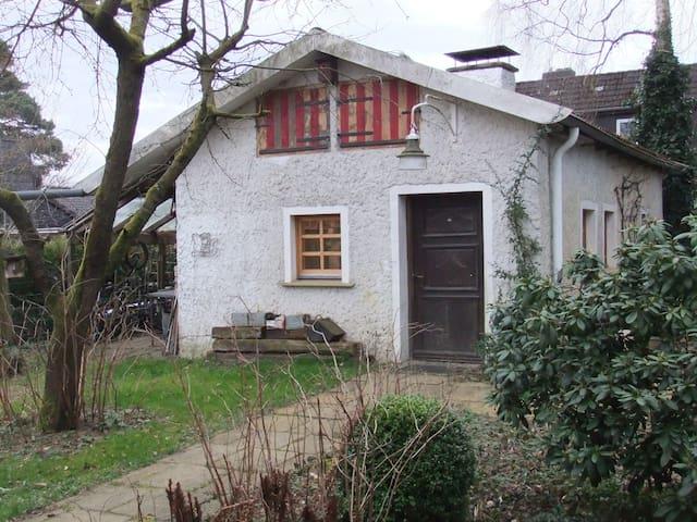 Kleines Haus, 33m² Bad, Küche - Hambühren - House