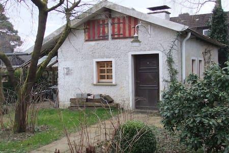Kleines Haus, 33m² Bad, Küche - Hambühren