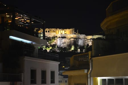 The Loft Monastiraki. Best view-location,Hot-Tub!