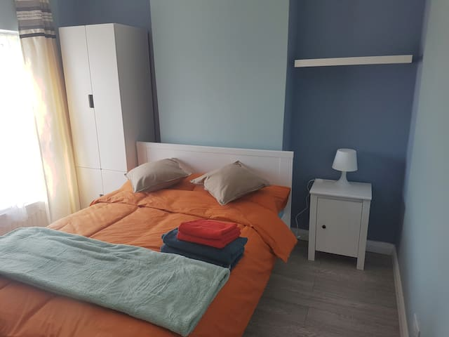 Town center, 2 BR accomodation, Newly Refurbished