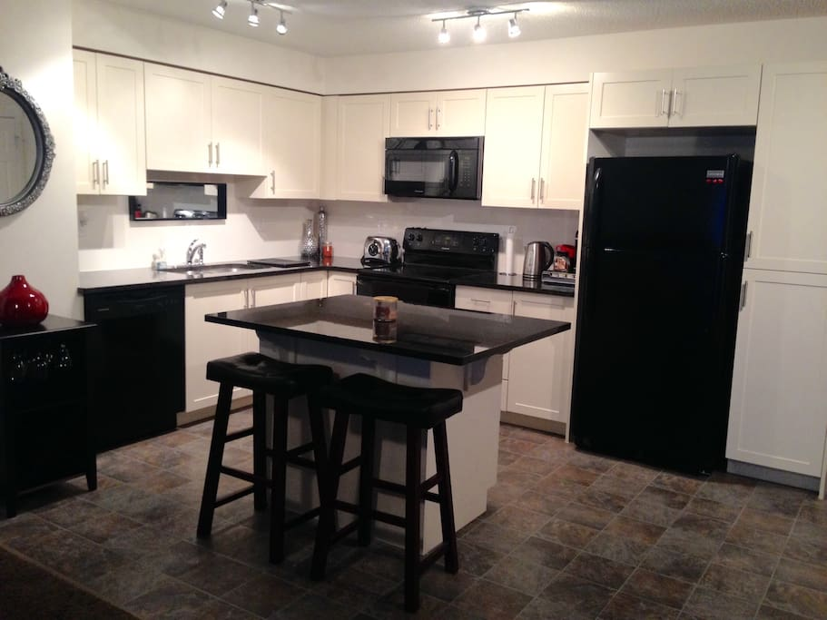 Modern, cozy full kitchen awaiting your next great meal