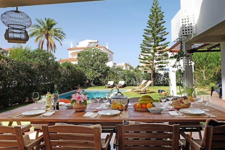 Relax in VILAMOURA! ☀️ Beautiful villa w/pool!