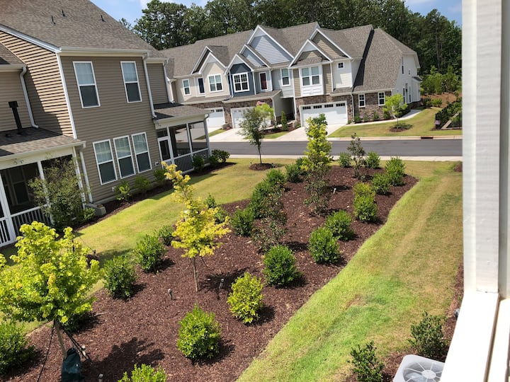 Modern 3-BR Townhome at Prime Neighborhood in Cary