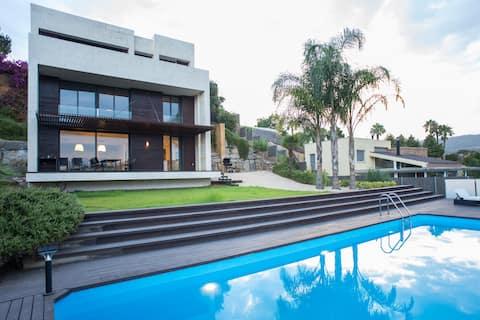 Nieuwe villa met zeezicht in de buurt van Barcelona