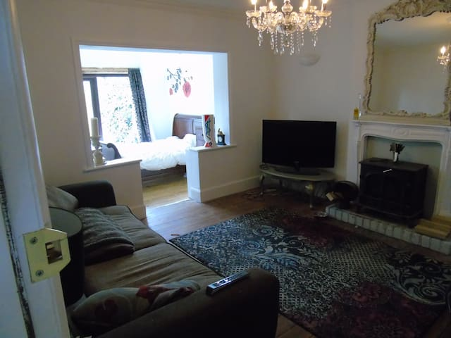 Reading. Large Double Room/ Living room