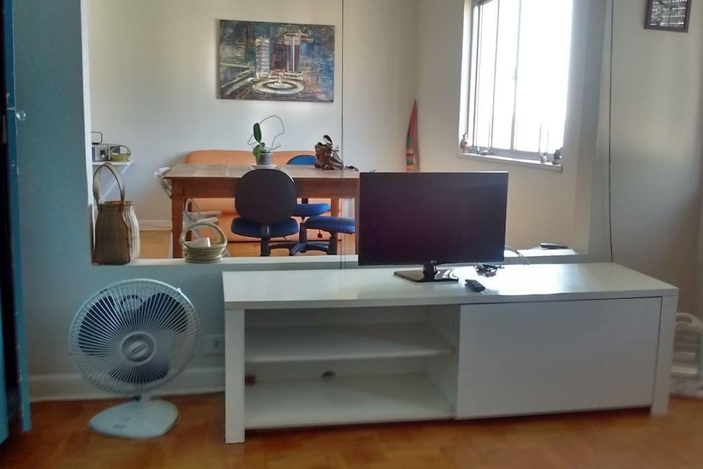 Sala e quarto: separação com persianas, para um ou dois ambientes / Living-room and; separetad by blinds, for one or two ambiances.
