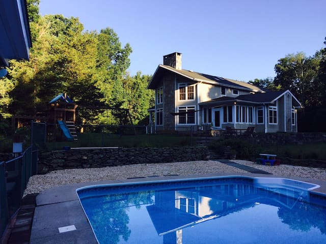 Rural Retreat on Ten Acres - Brookfield