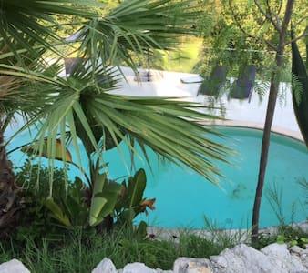Chbre luxe avec piscine sur colline - Aspremont