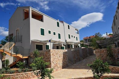 Modern apartment on the Adriatic º3 - Sutivan - Lakás