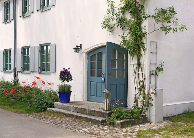 HAUS-IN-HAUS-GALERIE-WOHNUNG Domizil Via Claudia - Unterdießen - Daire
