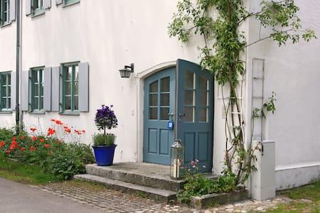 HAUS-IN-HAUS-GALERIE-WOHNUNG Domizil Via Claudia - Unterdießen - Pis