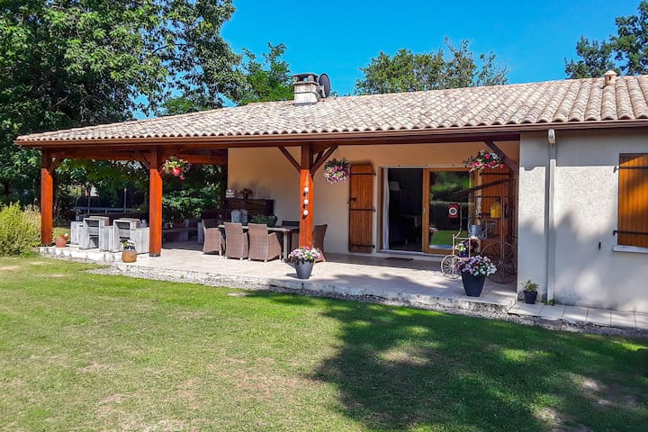 Vintage-Villa in Écuras in Seenähe
