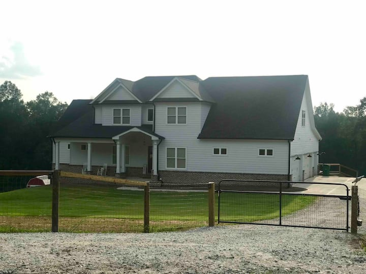 COUNTRY FARM HOUSE W/ POOL MINUTES FROM UGA/ATHENS