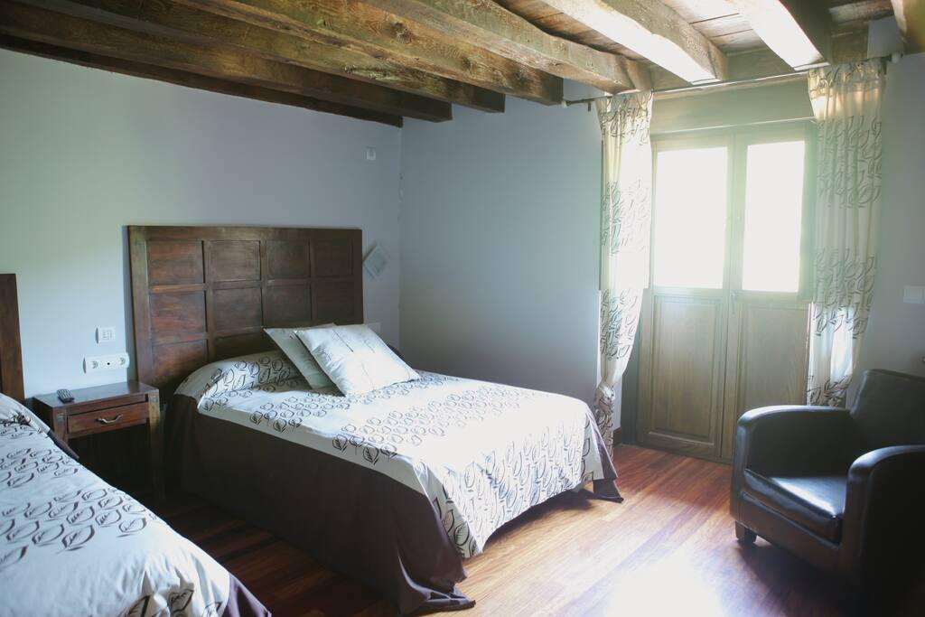Habitacion familiar para 3 castillos en alquiler en for Habitacion familiar en zaragoza