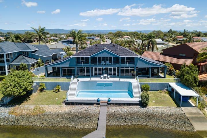 Havana Blue! - A HUGE family home to enjoy.