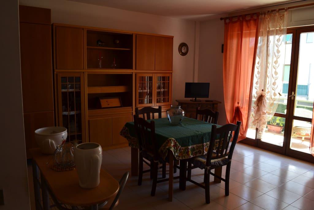 Sala pranzo con terrazzo per colazione
