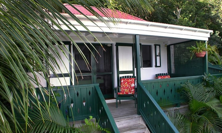 Windwardside Guest Cottage, great view, spa, quiet