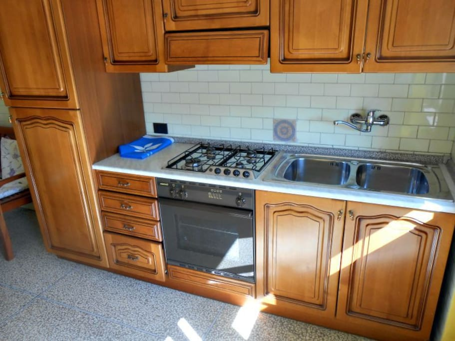 Ancora la cucina, per chi volesse cimentarsi ai fornelli anche in vacanza...