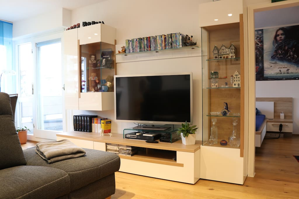 Wohnwand mit TV für gemütliche Abende zum Ausklingen